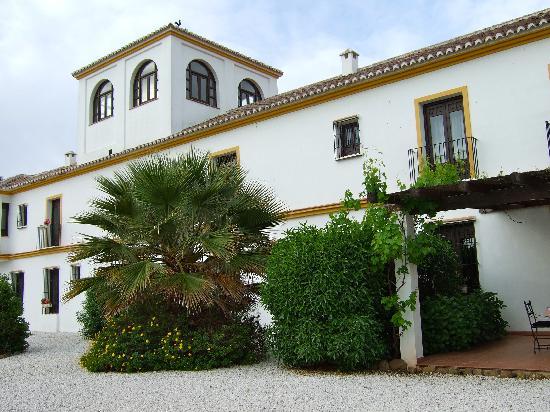 Cortijo Puerto el Peral: het hotel achterzijde