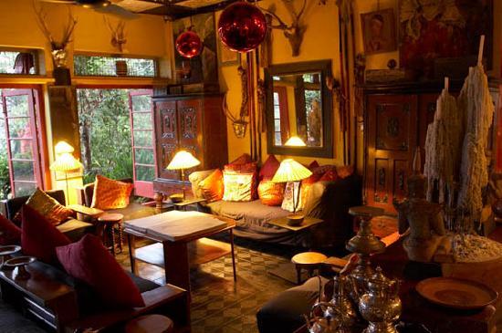 Helga's Folly : Drawing room