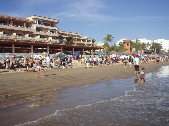 Hotel Playa Mazatlan: Hotel beach front restaurant