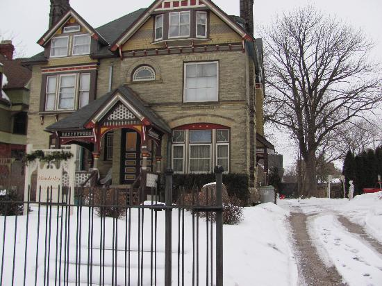 Manderley Bed and Breakfast: Beautiful SNOW