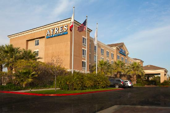 Ayres Inn & Suites Ontario Mills Mall: Hotel Exterior & Entrance Alternate View