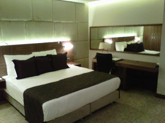 Crowne Plaza Istanbul - Harbiye: Bedroom area