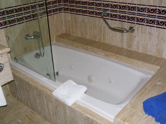 Hotel Foyer Bain Tourbillon Quebec : Bain tourbillon photo de grand bahia principe coba