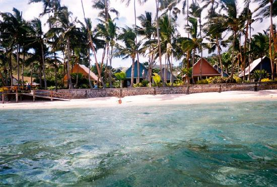 Fiji Hideaway Resort & Spa: Looking in from snorkling to the resort