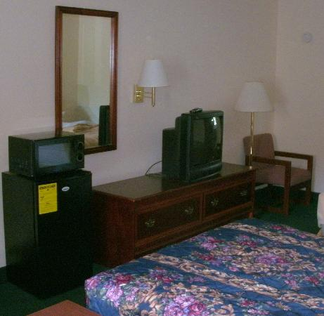 America's Inn: Our room