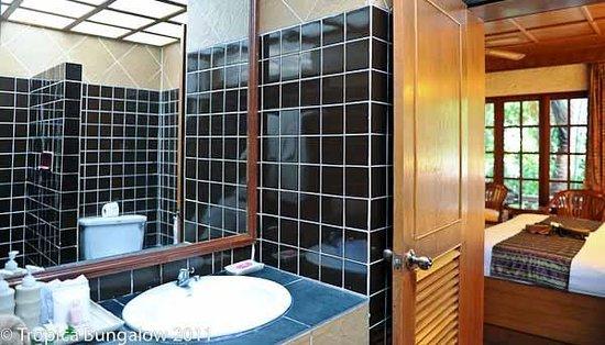 Tropica Resort and Restaurant: Standard room bathroom