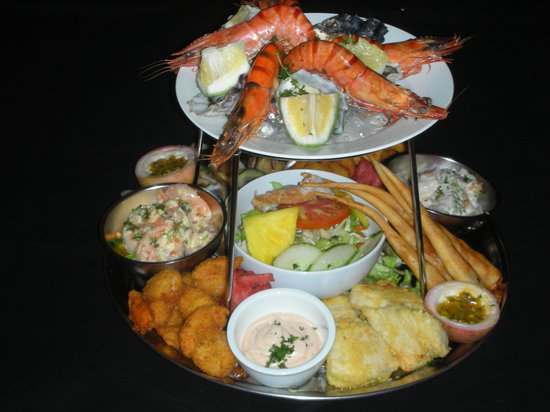 Tumunu Tropical Garden Bar & Restaurant: Seafood Platter