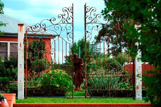 Albertines Beechworth : Garden Gates