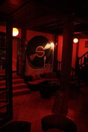 S Bar & Restaurant: Lounge Sofa
