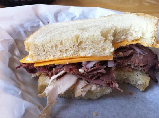 Sandy's Deli & Bakery: Roastbeef with a little turkey