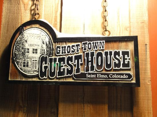 Ghost Town Guest House : Sign at the front door