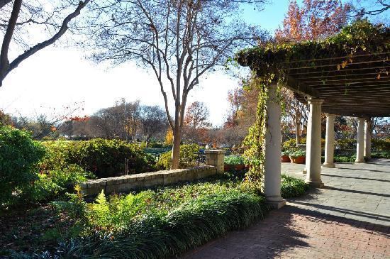 Dallas Arboretum & Botanischer Garten: De Golyer Pergola