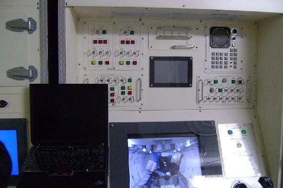 Tsukuba Space Center: 「きぼう」日本実験棟の実物大模型の中
