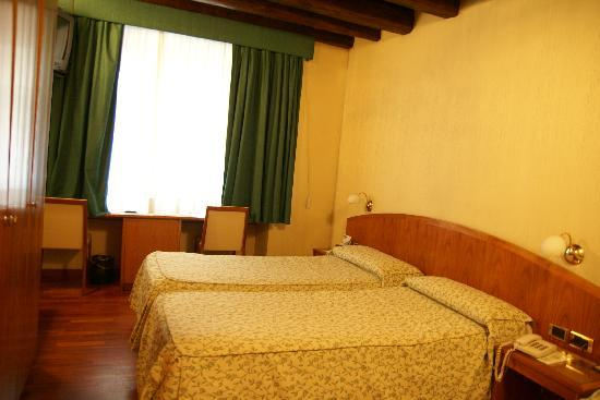 Hotel Corot: Room