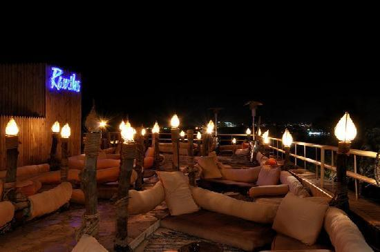 Oonas Dive Club Hotel: Rooftop bar