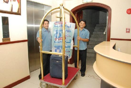 Ivory Hotel Apartments, Abu Dhabi: Porter services
