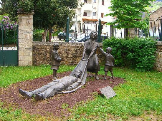Kalavrita, Griechenland: Museum monument