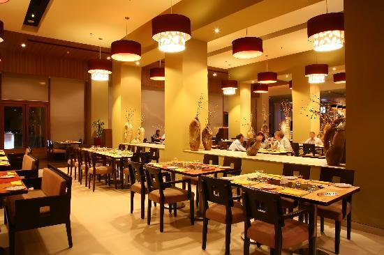 ibis Gurgaon Golf Course Road - An AccorHotels Brand: Spice It, Multicuisine Restaurant