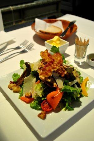 Venus Restaurant: Chicken salad for starters