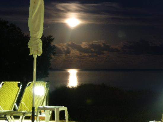 Louis Zante Beach Hotel: view of moon over sea taken by pool side