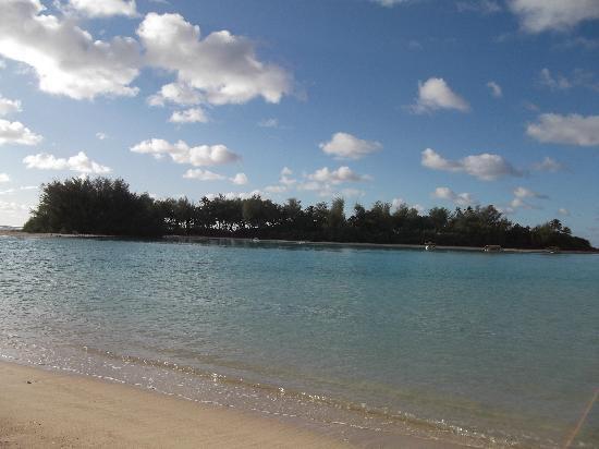 Muri Lagoon: crystal clear waters