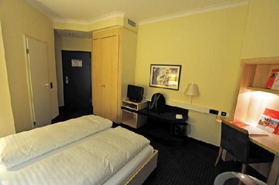 InterCityHotel Augsburg: Standard quality room