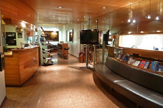 Hotel Bären am Bundesplatz: Smart lobby