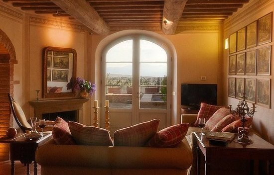 Castelmuzio, Italie : The living room in Primo Mobile, overlooking the Val d'Orcia