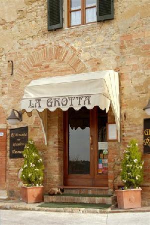 Ristorante La Grotta Montepulciano - The Entrance
