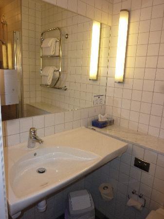 Best Western Plus Kalmarsund Hotell : Large sink, good lighting