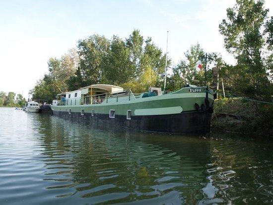 Peniche Saint Louis : Il St. Louis sul canale da Arles a Bouc
