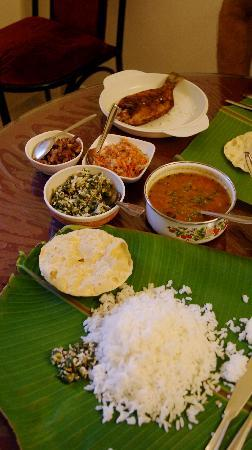 Coconut Creek Farm and Homestay Kumarakom : Lunch served on a banana leaf!
