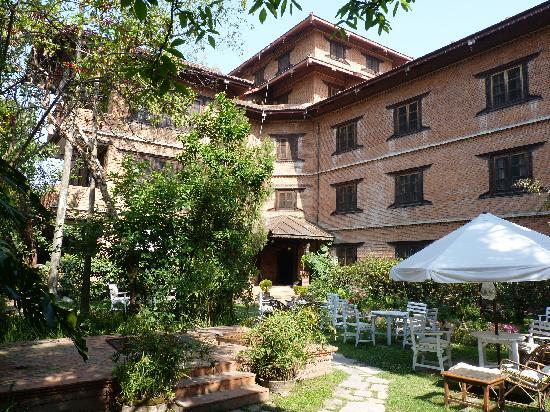 Hotel Vajra : The annex and part of the garden