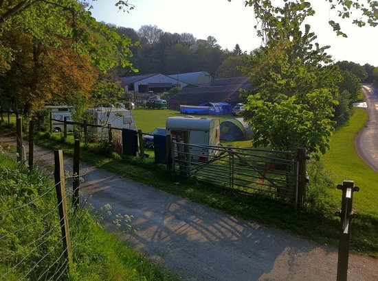Uffington, UK: Tent and caravan section next to the amenities!