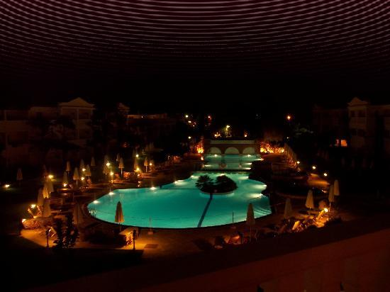 Bitzaro Grande Hotel: POOL AT NIGHT