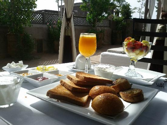 Riad Noir d'Ivoire : Breakfast on the terrace