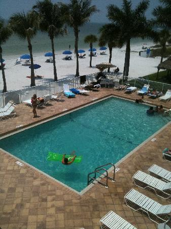 BEST WESTERN PLUS Beach Resort : Pool just off the beach