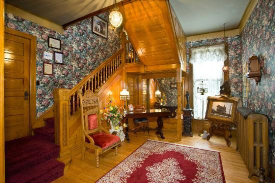 Port City Victorian Inn, Bed and Breakfast, LLC: Main Foyer