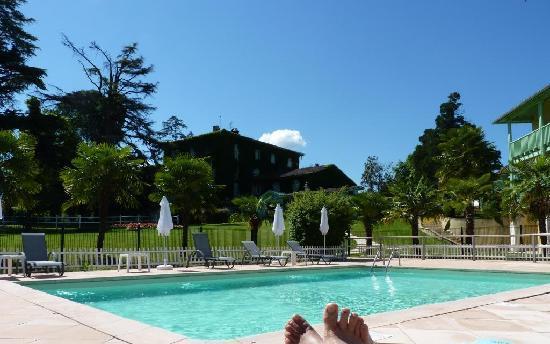 Bazas, Frankrig: Vue de l'hotel depuis la piscine