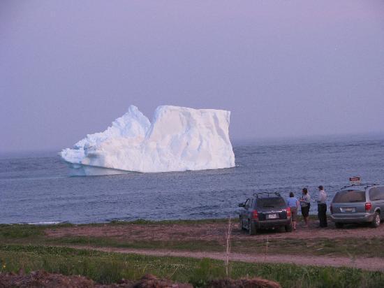 Point Amour Lighthouse : Iceberg ashore!