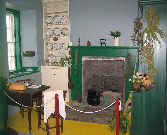 Point Amour Lighthouse : Lighthouse kitchen