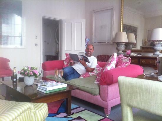 Haymarket Hotel: husband enjoying the bubbly in lounge