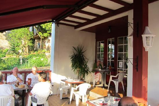 Saint-Jean-Pied-de-Port, France : Outside dining