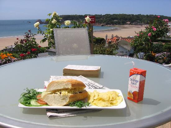 Biarritz Hotel: Light lunch on the terrace - great value