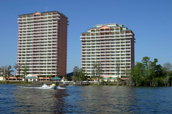 Blue Heron Beach Resort: A lakeside, family resort featuring condominium-style suites