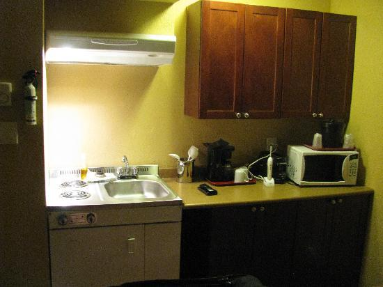 Yukon Inn: Kitchenette