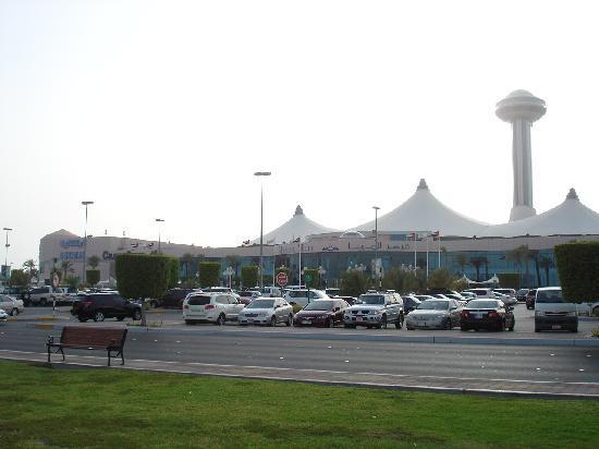 Eingang zur Marina Mall