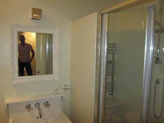 Nina Casetta De Trastevere: Bathroom