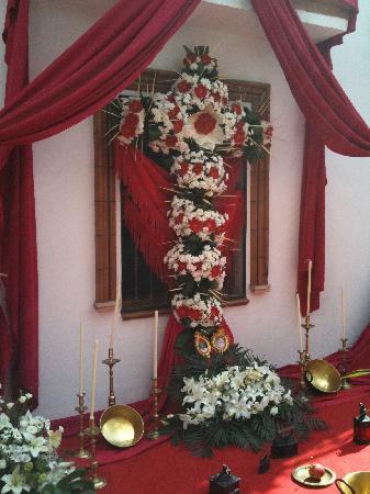 Hotel Plaza Cavana: Festival of the Crosses at the back of the church, Plaza Cavana