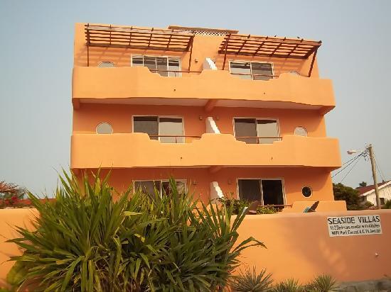Seaside Villas Condos: Front of building